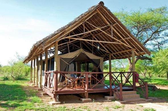 Voyager Ziwani safari tents on raised platforms.
